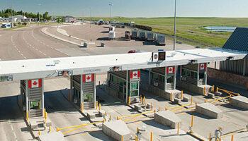 Canada border crossing-2